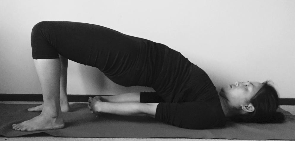 setu bhandasana yoga pose